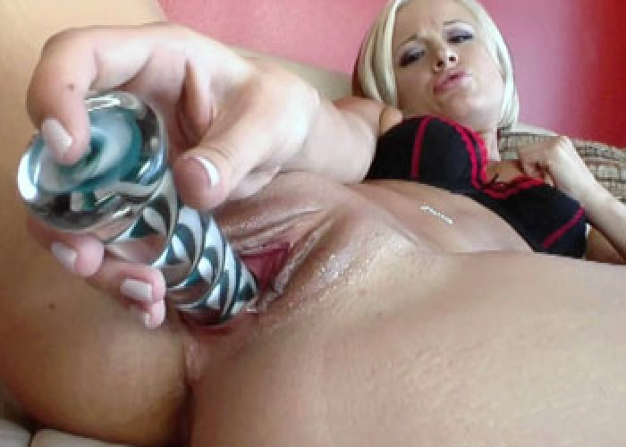 Blonde hottie Jasmine fucks her toy
